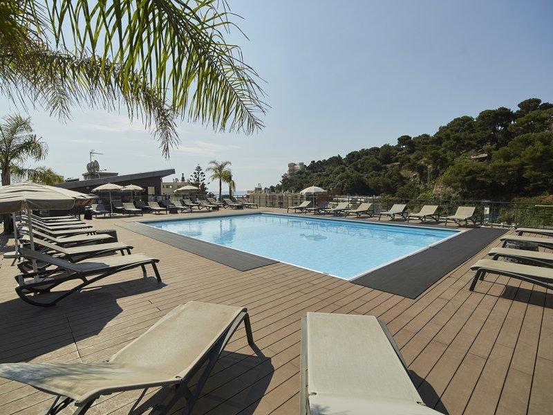 Roquebrune-Cap-Martin, between Monaco & Italy – 1 bed €215,675