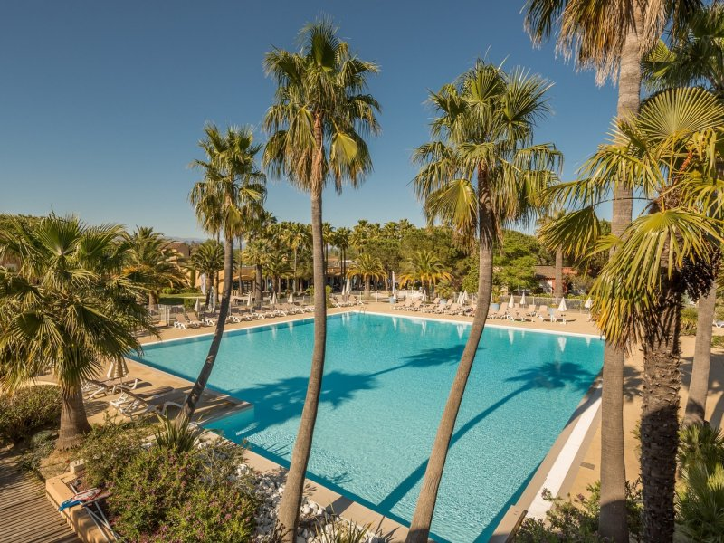 Tranquil peninsular setting in Mandelieu, Cannes – 1 bed apartment €189,000.