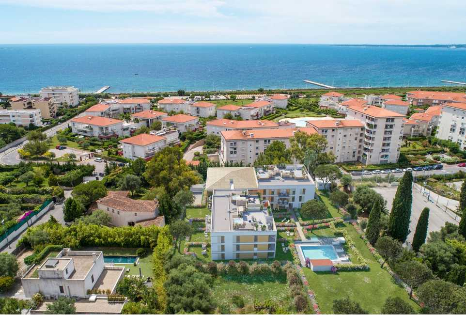 A privileged haven in the heart of the French Riviera, Juan-les-Pins.